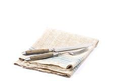 Cubiertos antiguos en el lino Imagen de archivo