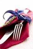 Cubiertos con la servilleta roja Fotografía de archivo libre de regalías