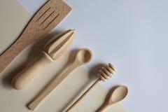 Cubiertos de madera hechos a mano imágenes de archivo libres de regalías