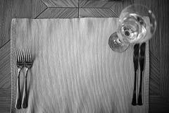 Cubiertos en la tabla en un restaurante Foto de archivo