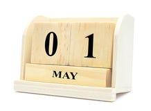 Cubique 1 de mayo el día internacional del ` de los trabajadores del calendario de madera, feliz puede DA Imagen de archivo