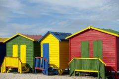 Cublicle cambiante sulla spiaggia a colori Fotografia Stock