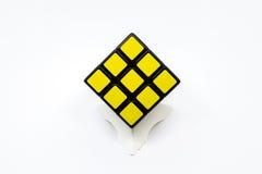 Cubo amarillo de Rubik Imágenes de archivo libres de regalías