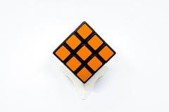 Cubo anaranjado de Rubik acertado Foto de archivo