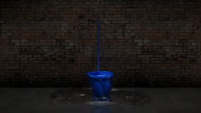 Cubo azul con la fregona de la limpieza Imágenes de archivo libres de regalías