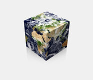 Cubo cúbico de la tierra del globo del planeta Fotografía de archivo