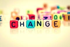 cubo colorido da palavra da mudança no fundo branco, cor do vintage Imagem de Stock