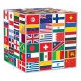 Cubo con algunas de banderas del mundo Fotos de archivo libres de regalías
