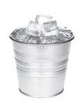 Cubo con los cubos de hielo Fotografía de archivo libre de regalías