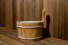 Cubo de agua en Cedar Sauna Fotografía de archivo