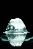 Cubo de gelo de derretimento mim Fotografia de Stock Royalty Free