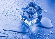 Cubo de gelo dos cristais Imagem de Stock