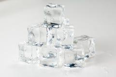 Cubo de hielo aislado Fotografía de archivo libre de regalías