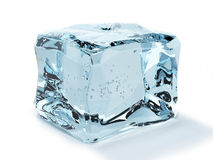 Cubo de hielo aislado en el fondo blanco Fotos de archivo