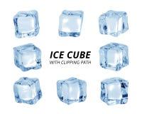 Cubo de hielo aislado en el fondo blanco Un pedazo de hielo en forma del bloque Trayectoria de recortes imagenes de archivo