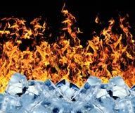 Cubo de hielo ardiente fotos de archivo
