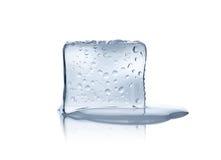 Cubo de hielo de fusión Foto de archivo libre de regalías