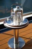Cubo de hielo y dos vidrios Imagen de archivo libre de regalías