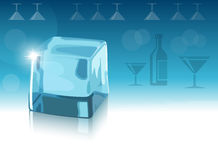 Cubo de hielo y fondo azul Fotos de archivo