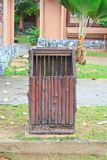 Cubo de la basura ajustado Foto de archivo