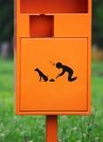 Cubo de la basura del perro al aire libre Fotografía de archivo libre de regalías