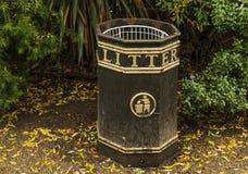 Cubo de la basura en Hyde Park Fotos de archivo libres de regalías