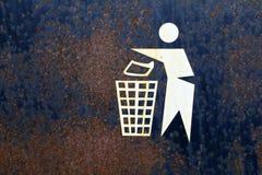 Cubo de la basura oxidado Imagen de archivo libre de regalías