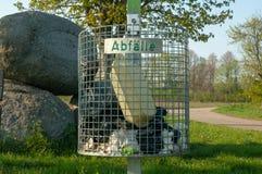 Cubo de la basura transparente foto de archivo libre de regalías