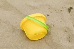 Cubo de la playa Imagenes de archivo