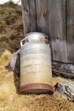 Cubo de leche Imagenes de archivo