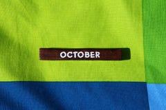 Cubo de madeira com o nome do mês outubro Fotos de Stock Royalty Free