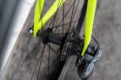 Cubo de roda traseira da bicicleta da estrada fotografia de stock