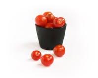 Cubo de tomates Fotos de archivo