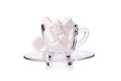 Cubo del azúcar en taza de café Imagen de archivo libre de regalías