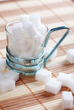 Cubo del azúcar en taza Imagen de archivo