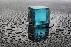 Cubo di ghiaccio blu Immagine Stock Libera da Diritti