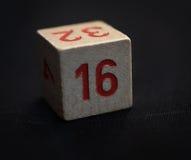 Cubo di legno con il numero sedici Immagine Stock