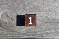 Cubo di legno con il numero uno Fotografia Stock