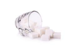 Cubo do açúcar no copo de café Fotos de Stock