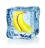 Cubo e banana de gelo Fotos de Stock Royalty Free