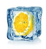 Cubo e limão de gelo Imagens de Stock Royalty Free