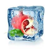 Cubo e melograno di ghiaccio Fotografia Stock Libera da Diritti