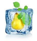 Cubo e pera de gelo Imagem de Stock Royalty Free
