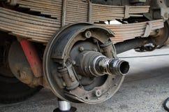 Cubo e rolamento de roda do caminhão da manutenção Imagens de Stock Royalty Free