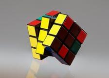 Cubo isolato su un fondo grigio Fotografia Stock Libera da Diritti