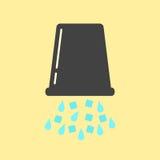 Cubo negro invertido con hielo y agua Fotografía de archivo libre de regalías