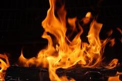 Cubo, partidos y llamas de fuego Foto de archivo libre de regalías