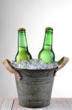 Cubo pasado de moda de la cerveza Imagen de archivo libre de regalías
