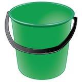 Cubo plástico verde con una manija negra Foto de archivo libre de regalías