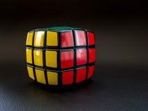 Cubo redondo do ` s do rubik já resolvido imagem de stock